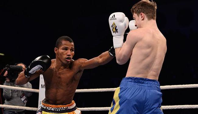 Robson (E) é o líder do ranking mundial de boxe amador na categoria ligeiro - Foto: WSB l Divulgação l 22.02.2014