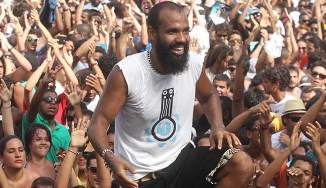 Russo, vocalista da Baiana System, compôs a música - Foto: Lúcio Távora | Ag. A TARDE