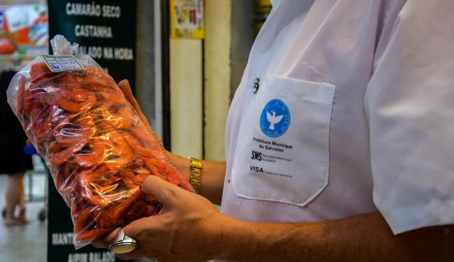 O camarão comercializado possuía irregularidades como selo de identificação - Foto: Divulgação | AGECOM