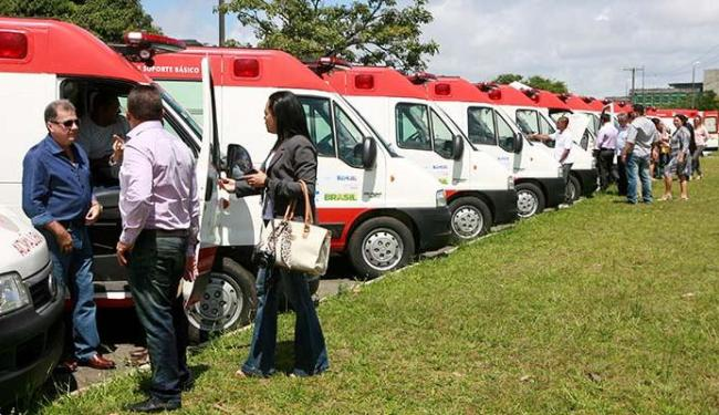 Ambulâncias foram entregues aos prefeitos dos municípios - Foto: Luciano da Matta   Ag. A TARDE