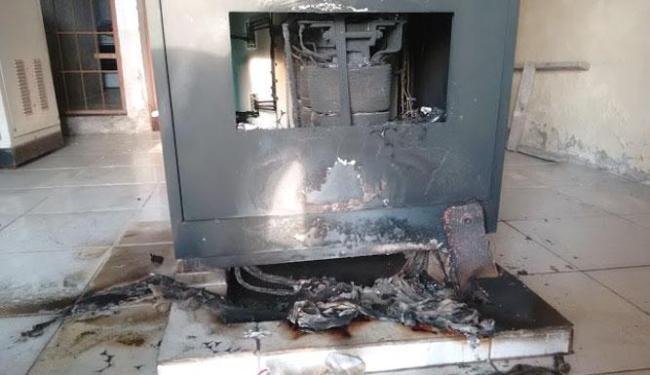 O transmissor principal da rádio ficou destruído após o incêndio - Foto: Reprodução | Site São Gonçalo Agora