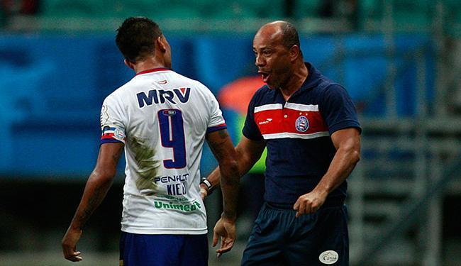 Mais longevo desde Arturzinho em 2007, técnico ouviu vaias contra o CRB - Foto: Raul Spinassé | Ag. A TARDE