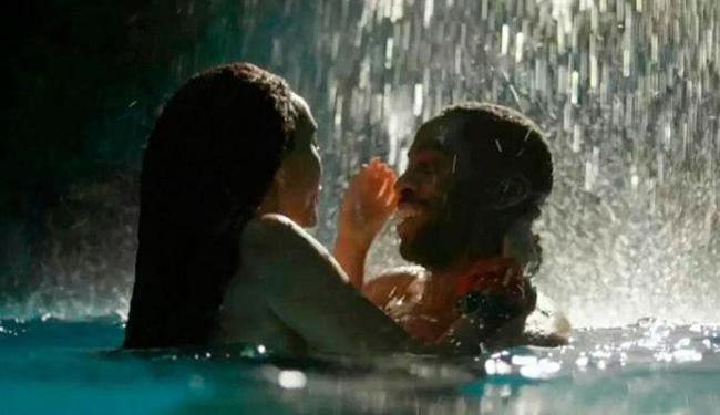 Primeiro episódio teve o casal se divertindo na piscina da nova mansão - Foto: Reprodução