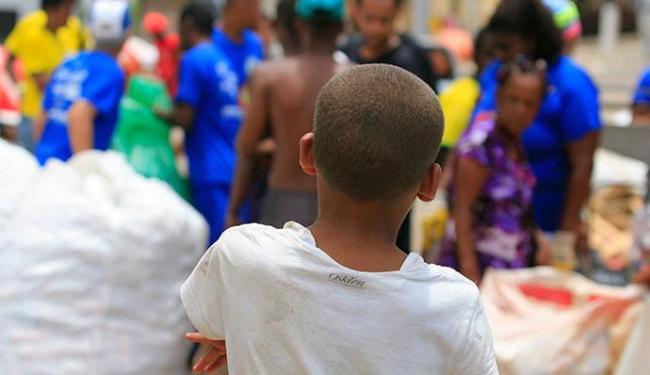 Criança de 11 anos no Centro de reciclagem trabalhando durante o Carnaval - Foto: Joá Souza | Ag. A TARDE 02.03.2014