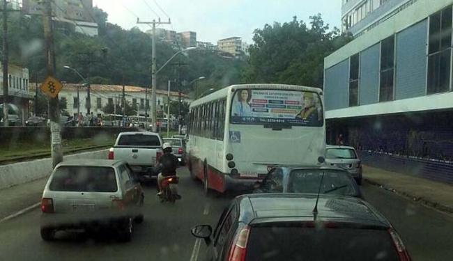 Movimento no terminal de São Joaquim deixa trânsito congestionado na Calçada - Foto: Foto do leitor | Trânsito Salvador | Via WhatsApp