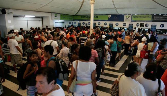 Saída da cidade pelo ferry tem movimento intenso - Foto: Fernando Amorim | Ag. A TARDE