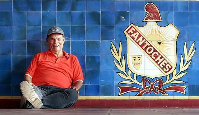Um eterno apaixonado, Roberval banca reformas para manter o clube - Foto: Raul Spinassé   Ag. A TARDE