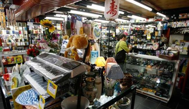 Comerciantes baianos reduziram até mesmo a compra dos produtos chineses - Foto: Haroldo Abrantes | Ag. A TARDE/27.7.2006