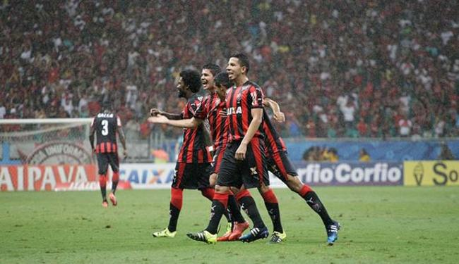 Jogadores comemoram o terceiro gol do Vitória - Foto: Fernando Amorim | Ag. A TARDE