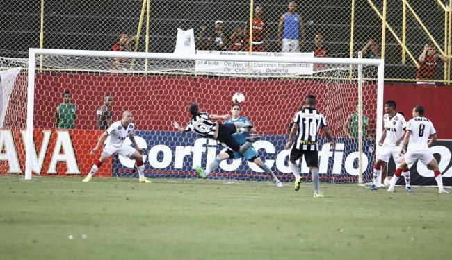 Navarro abriu o placar com um belo gol de voleio - Foto: Fernando Amorim | Ag. A TARDE