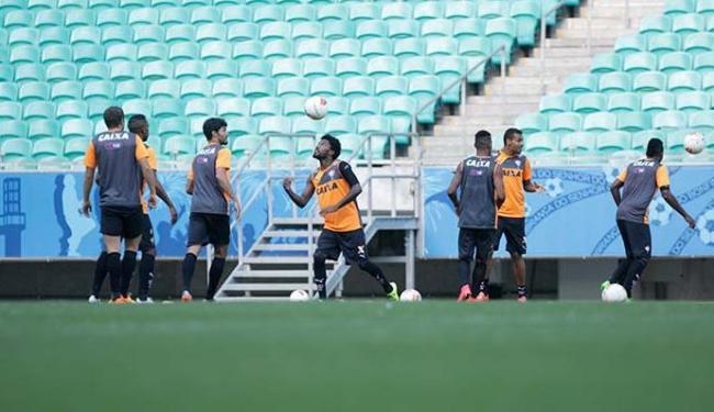 Jogadores do Vitória treinaram no palco do jogo desta terça-feira - Foto: Fernando Amorim | Ag. A TARDE