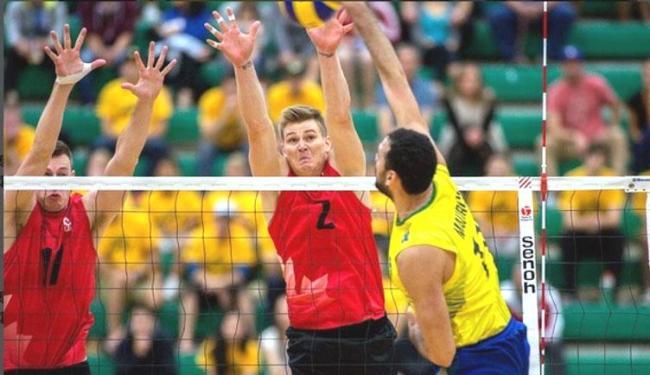 Maurício supera o bloqueio canadense e marca mais um ponto para o Brasil - Foto: Divulgação | CBV
