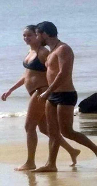 Casal passeou por praia da Ilha do Mosqueiro - Foto: Reprodução