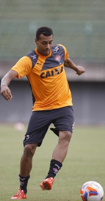 Atacante quer voltar a marcar contra o CRB e ajudar o Leão na caça ao acesso - Foto: Joá Souza | Ag. A TARDE