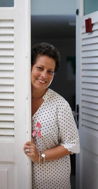 Maria das Graças, 51, mantém o hábito de observar o próprio corpo - Foto: Raul Spinassé l Ag. A TARDE