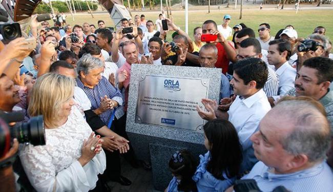Prefeito ACM Neto descerrou a placa de inauguração em Itapuã - Foto: Fernando Amorim | Ag. A TARDE