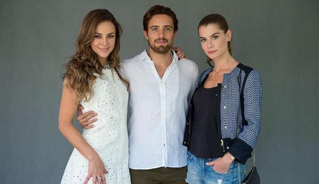Felipe (Rafael Cardoso) é casado com Melissa (Paolla Oliveira) ) e vai conhecer Lívia (Alinne Moraes - Foto: Estevam Avellar   Globo