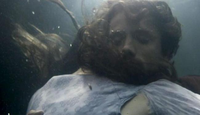 Felipe tenta salvar Lívia, mas fim é trágico na primeira fase - Foto: Reprodução