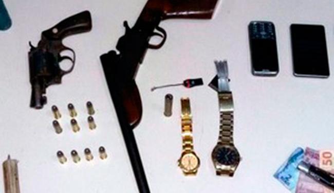 Acusado e a mulher foram presos em casa, depois que ela tentou esconder a arma utilizada no crime - Foto: Divulgação   Blog do Anderson
