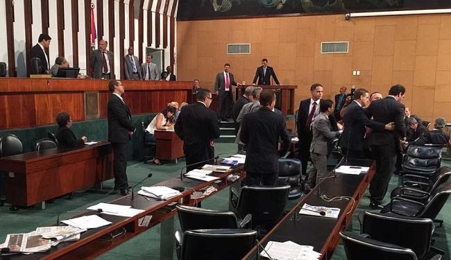 Deputados discutem por verificação de quórum e sessão é interrompida - Foto: Cidadão Repórter