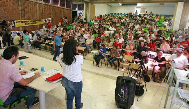 Professores vão fazer nova assembleia e greve deve chegar ao fim - Foto: Joá Souza | Ag. A TARDE 29.09.2015
