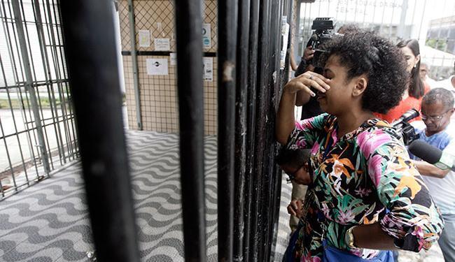 Na foto, uma candidata real chegou atrasada no Colégio Central - Foto: Raul Spinassé | Ag. A TARDE