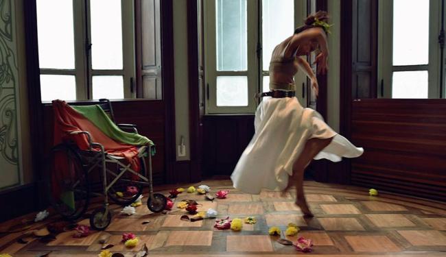 Público é convidado a olhar a dança como obra de arte exposta num museu - Foto: Divulgação