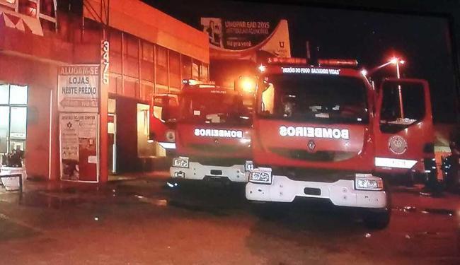 Corpo de Bombeiros foi acionado para controlar as chamas - Foto: Reprodução   TV Record