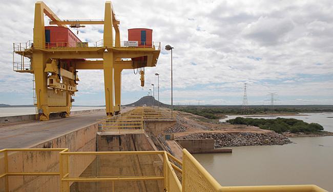 Barragem está cada vez com menos água no trecho entre Juazeiro (BA) e Petrolina (PE) - Foto: Lúcio Távora | Ag. A TARDE