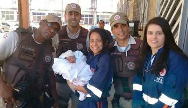 Bebê foi encontrado por policiais militares e levado para a Maternidade Tsylla Balbino - Foto: PM-BA   Divulgação