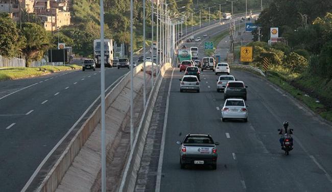 A previsão é que a via seja liberada às 2h - Foto: Mila Cordeiro | Ag. A TARDE
