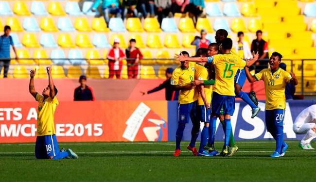 Brasileiros comemoram gol no final da partida em cobrança de pênalti - Foto: Divulgação   Fifa.com