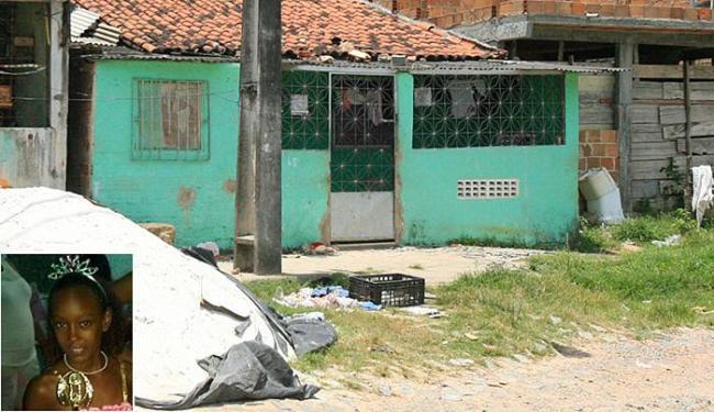 Bruna foi morta na frente da casa de Blenivaldo dos Santos, na rua Beira Mar, bairro do Lobato - Foto: Edilson Lima l Ag. A TARDE e Arquivo Pessoal