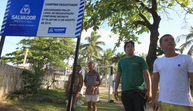 Placa colocada pela prefeitura informa sobre o encerramento de atividades no espaço - Foto: Joa Souza | Ag. A TARDE
