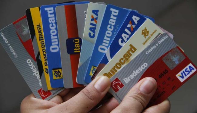 Dos 17 mi de estabelecimentos comerciais do País, 2,5 mi aceitam cartões como meio de pagamento - Foto: Joa Souza   Ag. A TARDE