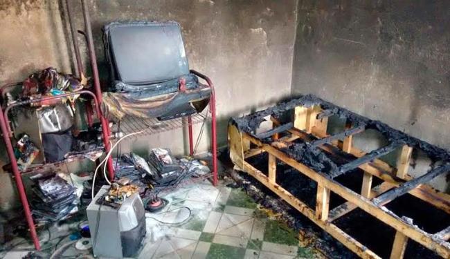 Casa de adolescente acusada de matar criança de 9 anos é incendiada em Candeias - Foto: Luciano da Matta | Ag. A TARDE