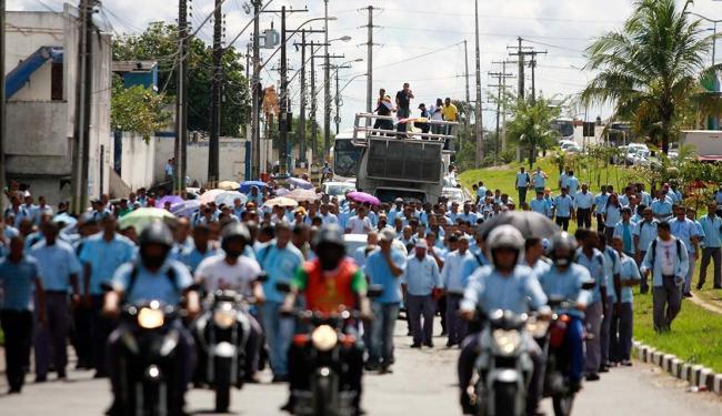 Categoria alega que empresa pretende demitir 1.500 funcionários - Foto: Edilson Lima | Ag. A TARDE