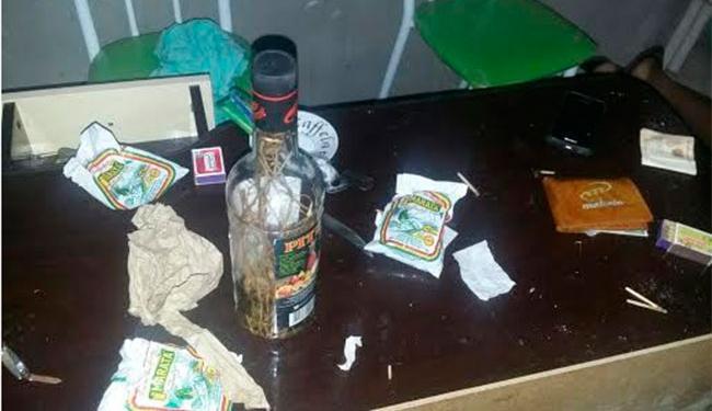 Polícia achou garrafa de bebida no local do crime - Foto: Reprodução   Acorda Cidade