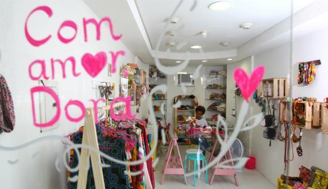 Fachada da loja Com amor, Dora, aberta há pouco mais de um mês - Foto: Fernando Vivas   Ag. A TARDE