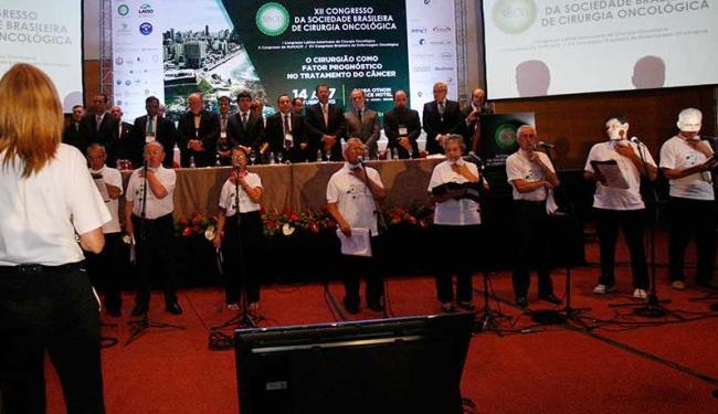 O grupo cantou o hino nacional e arrancou aplausos da plateia - Foto: Margarida Neide | Ag. A TARDE