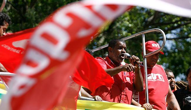 Ainda esse ano, a CUT fez uma manifestação contra a corrupção na Petrobras - Foto: Raul Spinassé | Ag. A TARDE