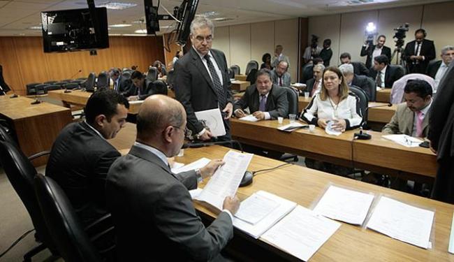 Servidores vêm debatendo com deputados as mudanças que podem afetar a categoria - Foto: Luciano da Matta   Ag. A TARDE