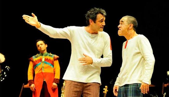 Domingos Montagner divide o palco com mais dois atores - Foto: Divulgação