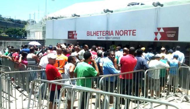 Com uma grande procura, muitos torcedores correram para garantir o ingresso - Foto: Alexandre Mota | Cidadão Repórter