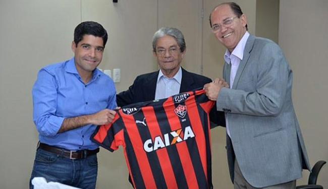 Na reunião, ACM Neto foi presenteado com uma camisa do Vitória - Foto: Max Haack | Divulgação