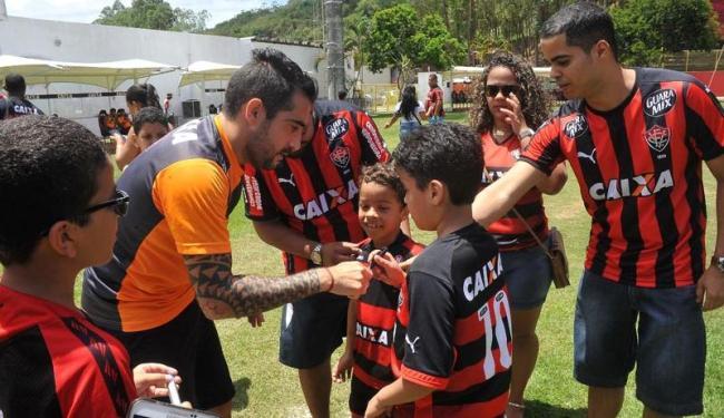 Filhos e parentes de sócios estiveram no gramado do Barradão - Foto: Marco Aurélio Martins | Ag. A TARDE
