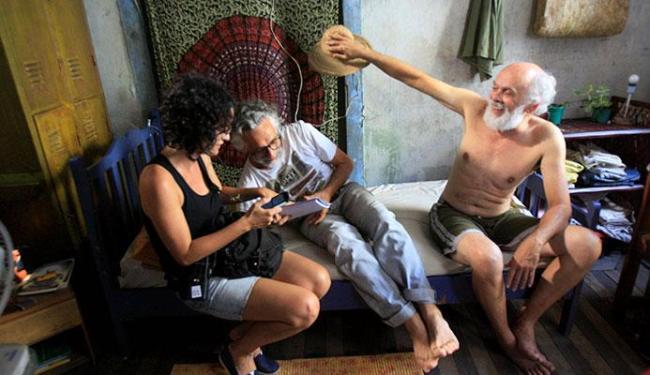 Edgard Navarro (C) em momento de descontração com o ator Everaldo Pontes - Foto: Luciano da Matta | Ag. A TARDE