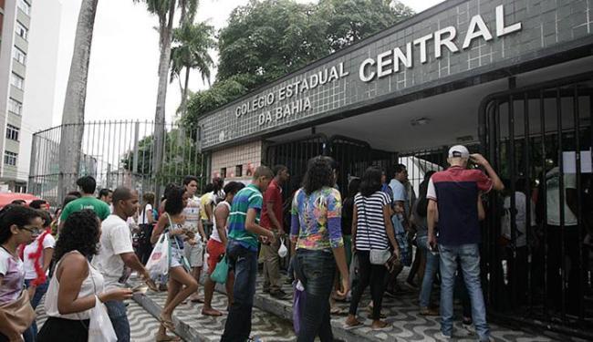 O primeiro dia de provas foi tranquilo nas demais escolas da capital baiana - Foto: Raul Spinassé | Ag. A TARDE