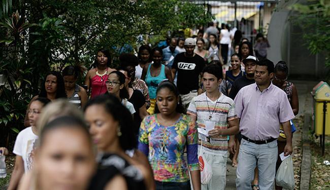 O primeiro dia de provas foi tranquilo nas demais escolas da capital baiana - Foto: Raul Spinassé   Ag. A TARDE