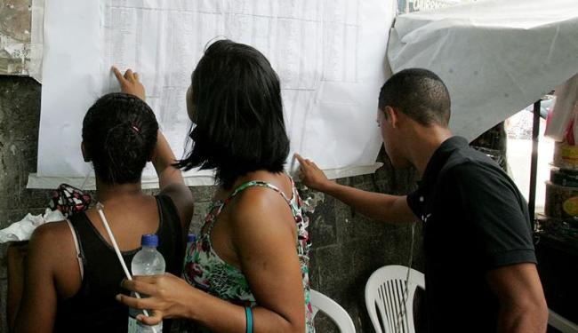 Estudantes conferem salas antes de iniciarem prova neste sábado - Foto: Luciano da Matta | Ag. A TARDE